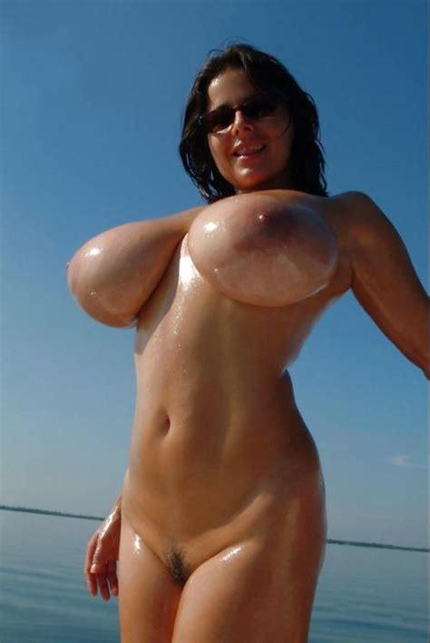 gigantic naked woman jpg 500x747