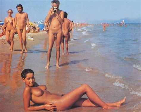 tanned lesbian voyeur jpg 900x715